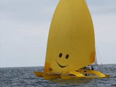Action Enfance, Loïck Peyron and Spinnaker One will take off together on the sea